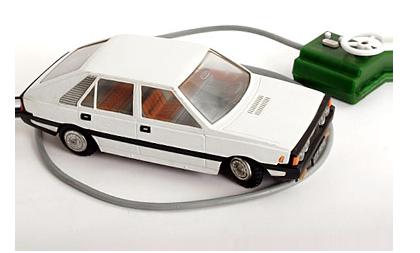 Pierwszy pojazd na pilocie. Przewodowym.  Obrazek autorstwa: http://www.antykwaryczne.pl/body.php?m=6&tid=10&ttid=117