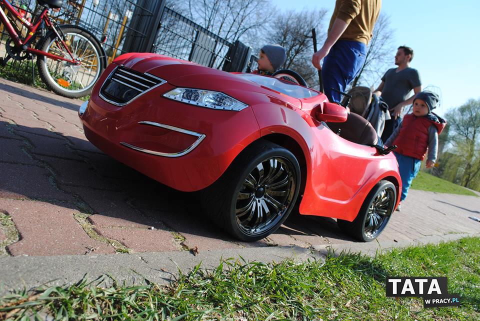 Henes. To jest genialny samochód dla Twojego dziecka. Zdalnie sterowany, bądź z możliwością kierowania przez dziecko.