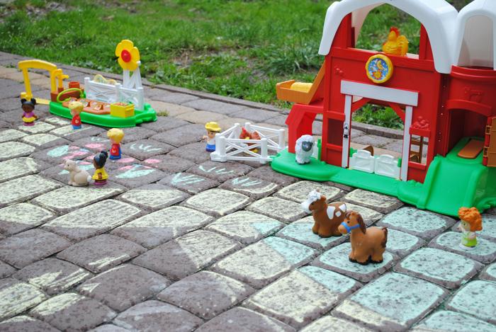 Parę zabawek i jest prawie jak na wsi
