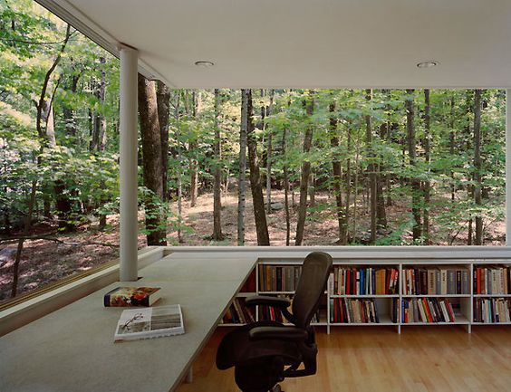 Źródło: http://www.trendir.com/have-a-wooded-lot-time-to-build-a-forest-book-nook/