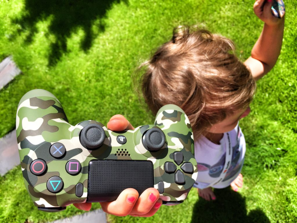 Lila vs Playstation 4