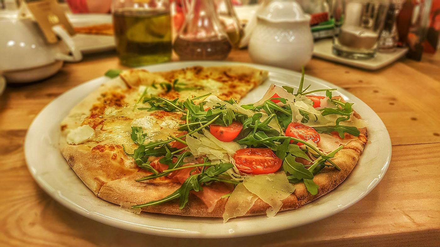 Pizza w restauracji Sisi w Ustroniu