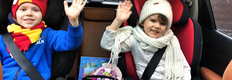 Jak uprzyjemnić jazdę samochodem małym podróżnikom.