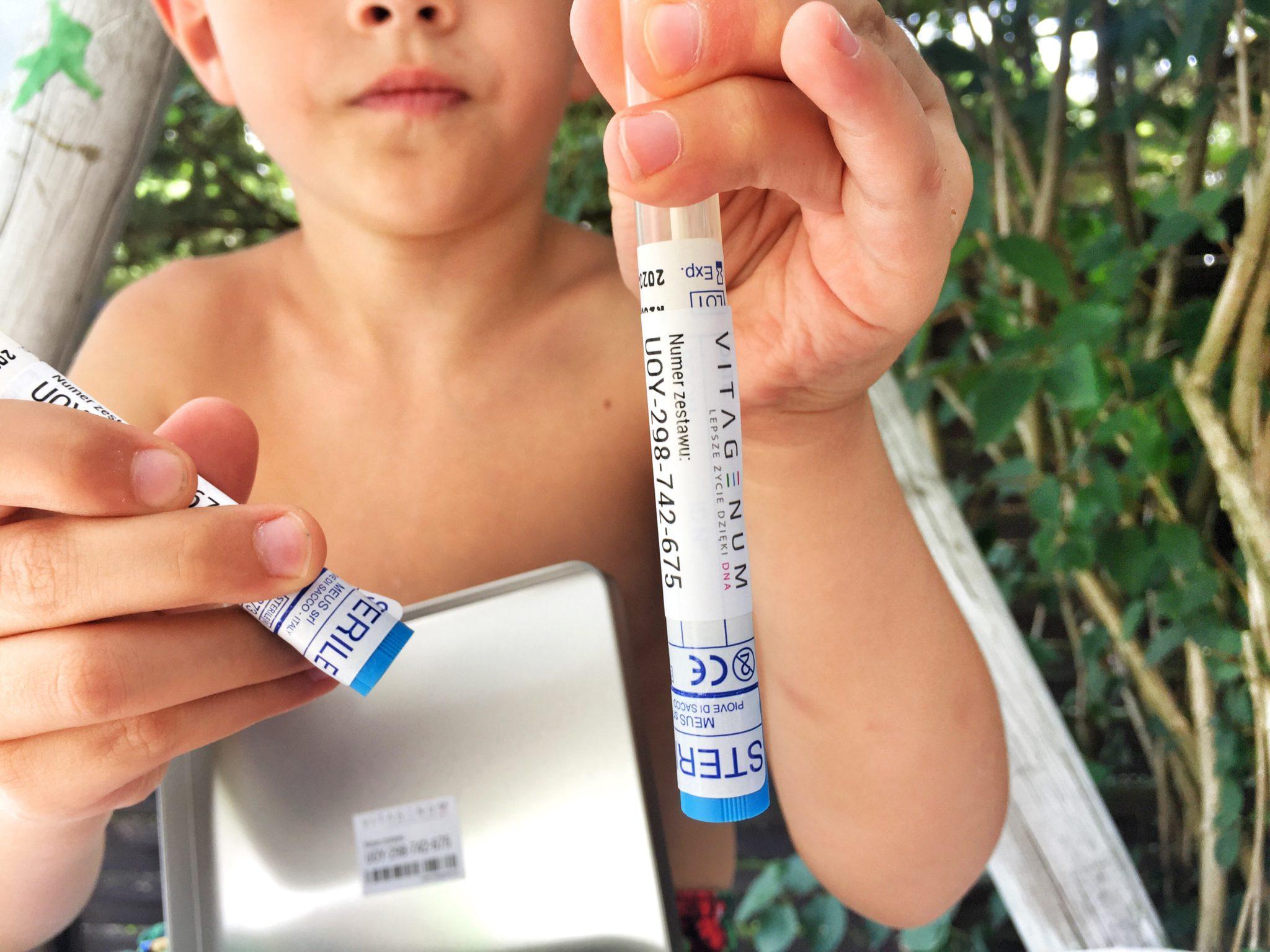 Badanie DNA. Z perspektywy badanego jest dziecinnie prosta.